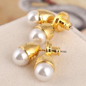 Tory Burch Fashion Earrings With Pearl Logo